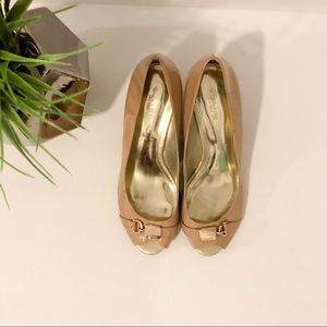 Coach tan 8.5 wedges with gold buckle